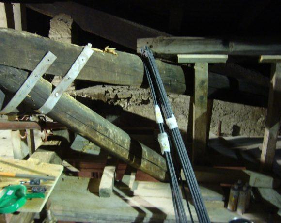 Ricostruzione e rinforzo strutturale di travature in legno di copertura edificio storico monumenteale
